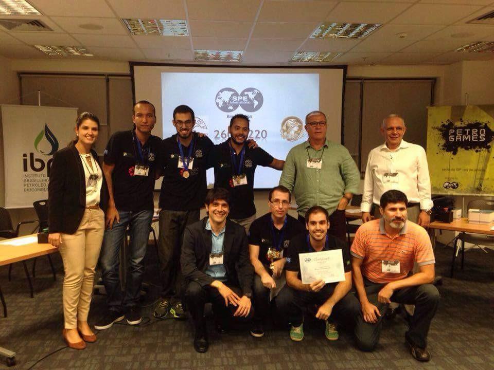 Figure 2 - Entrega do prêmio de primeiro lugar para a UENF no Petrogames, no Rio de Janeiro