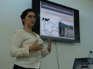 Curso aborda resistência a antibióticos na pecuária