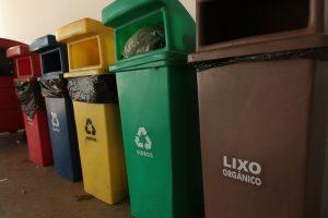 Projeto de coleta seletiva recolhe 800 quilos de resíduos por mês